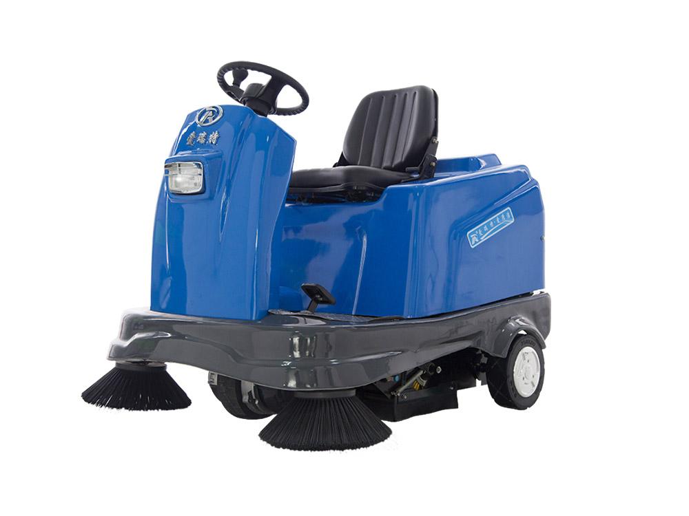 瑞清S12驾驶式扫地车